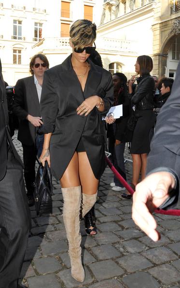 Rihanna+works+her+legs+XGEjDEAl-0cl