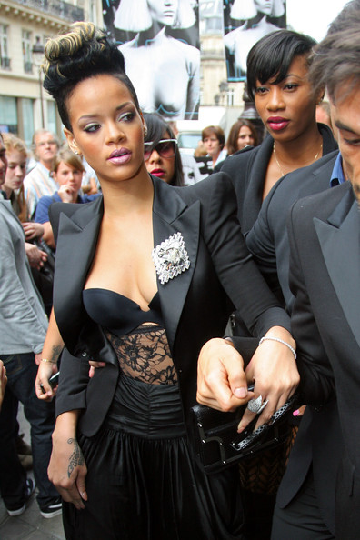 Rihanna+Balmain+Fashion+Show+S9PnAN_G2-gl