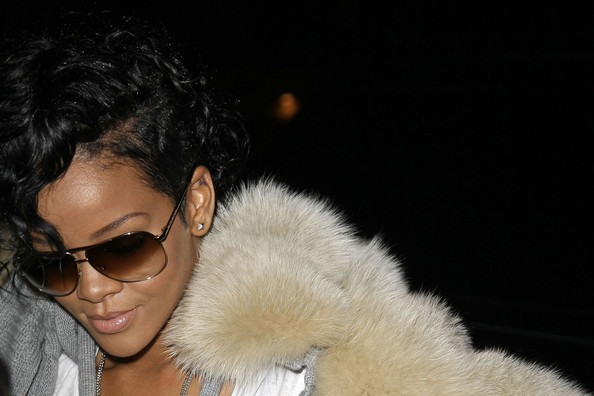 Rihanna+goes+out+in+NYC+VXUSrUR9zjTl
