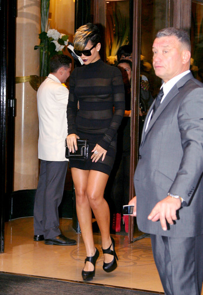 Rihanna+s+interesting+dress+ZC1KJTuTZH0l