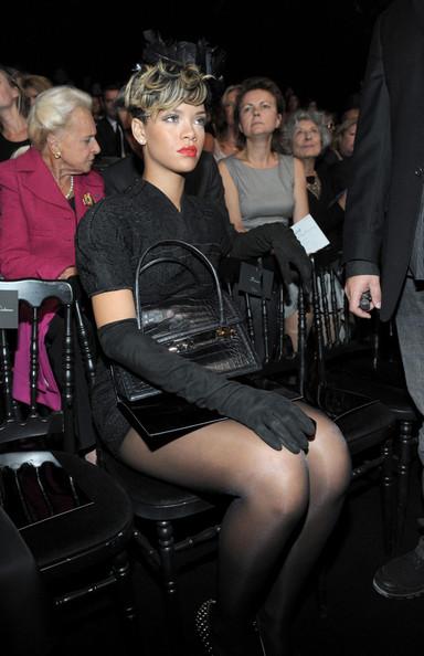 Rihanna+all+in+black+Ffz75vYOMb4l