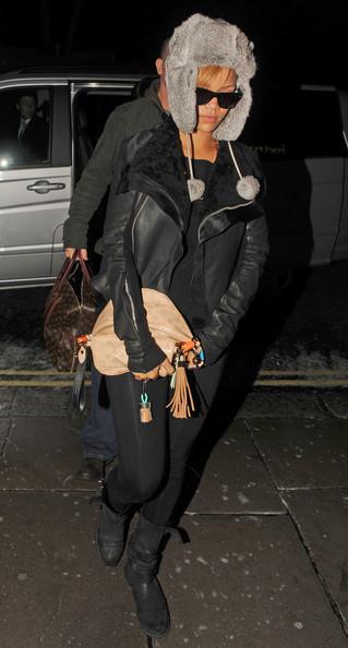 Rihanna+stays+warm+bpDSMBuCYgMl